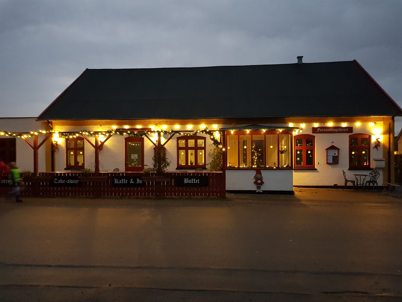 Orø Forsamlingshus pyntet til jul