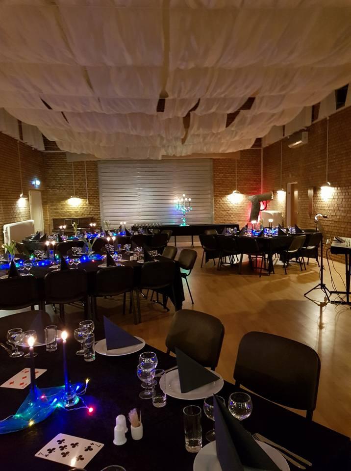 Opdækning til James Bond fest i Orø Forsamlingshus